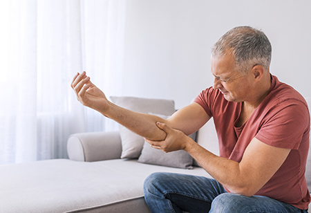Learn morea bout tennis elbow and other related conditions from experts at HonorHealth
